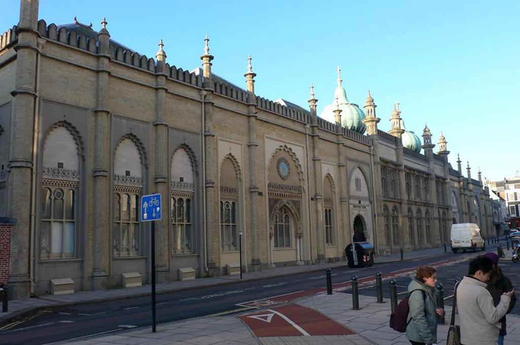 Entry of Royal Pavilion in Brighton - www.weltvermessen.de