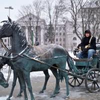 Eislaufen vor dem Präsidentenpalast in Minsk