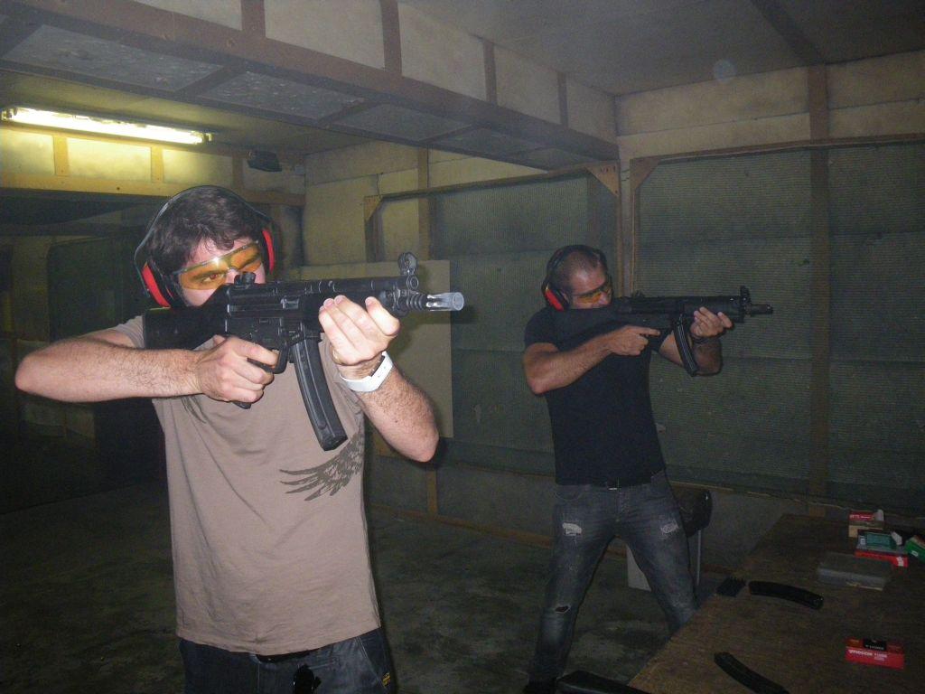 Schießen mit AK zum Jungesellenabschied