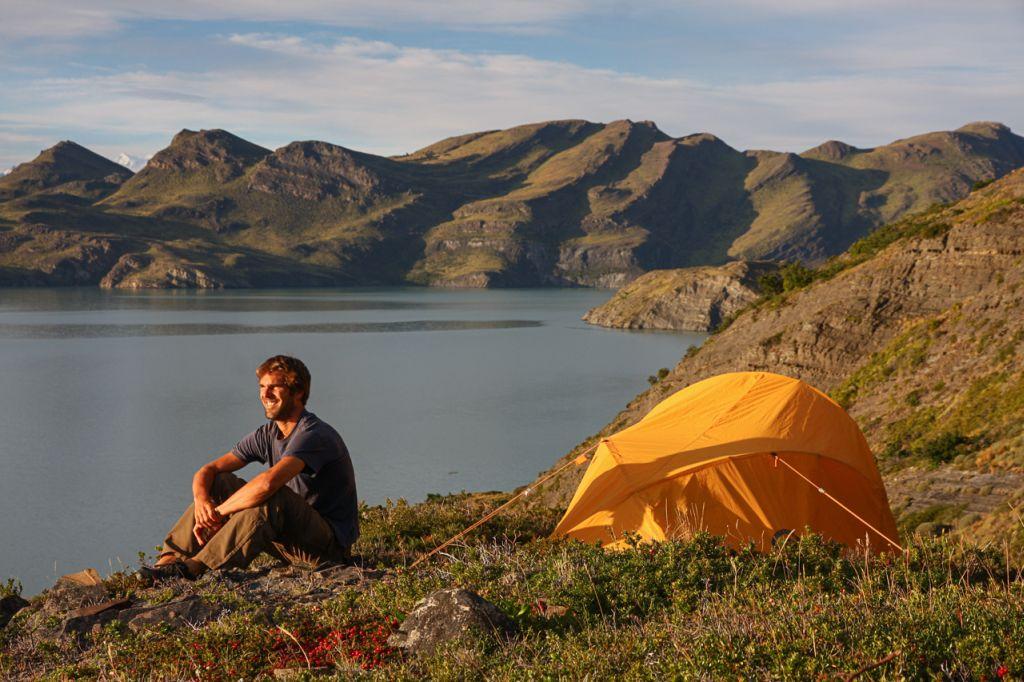 Zelten am Bergsee unter freiem Himmel (c) David Lohmueller - weltvermessen.de