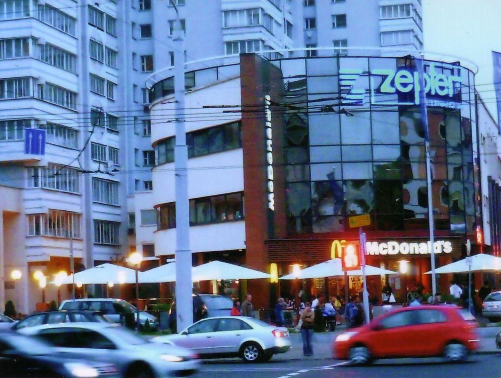 Innenstadt von Minsk mit MacDonalds (c) Stefan Petzold