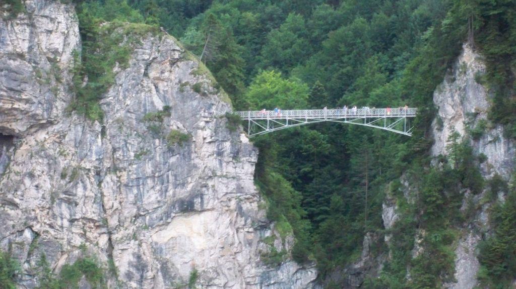 Die Marienbrücke bei Schloss Neuschwanstein aus der Ferne (c) weltvermessen.de