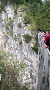 Touristen auf der Marienbrücke bei Schloss Neuschwanstein (c) weltvermessen.de