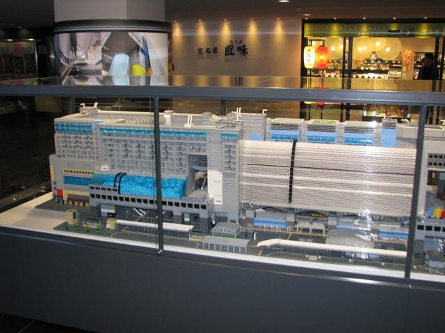 Bahnhof in Japan in Mini-Format (c) Erika Köllmann