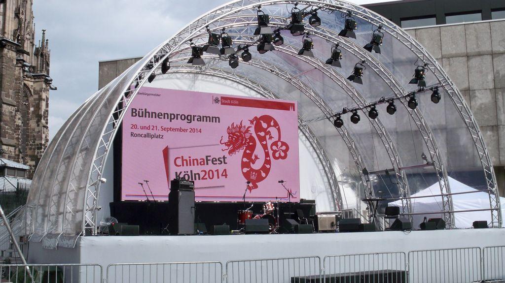 Bühne am Roncalliplatz für das Chinafest in Köln 2014 (c) Thilo Götze